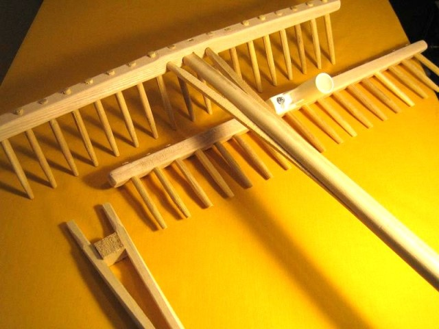 PRODUCTION RAKES IN WOOD